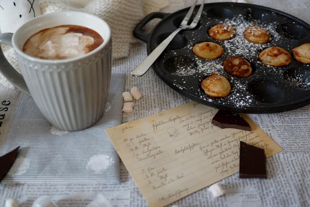 Heiße Schokolade mit Poffertjes