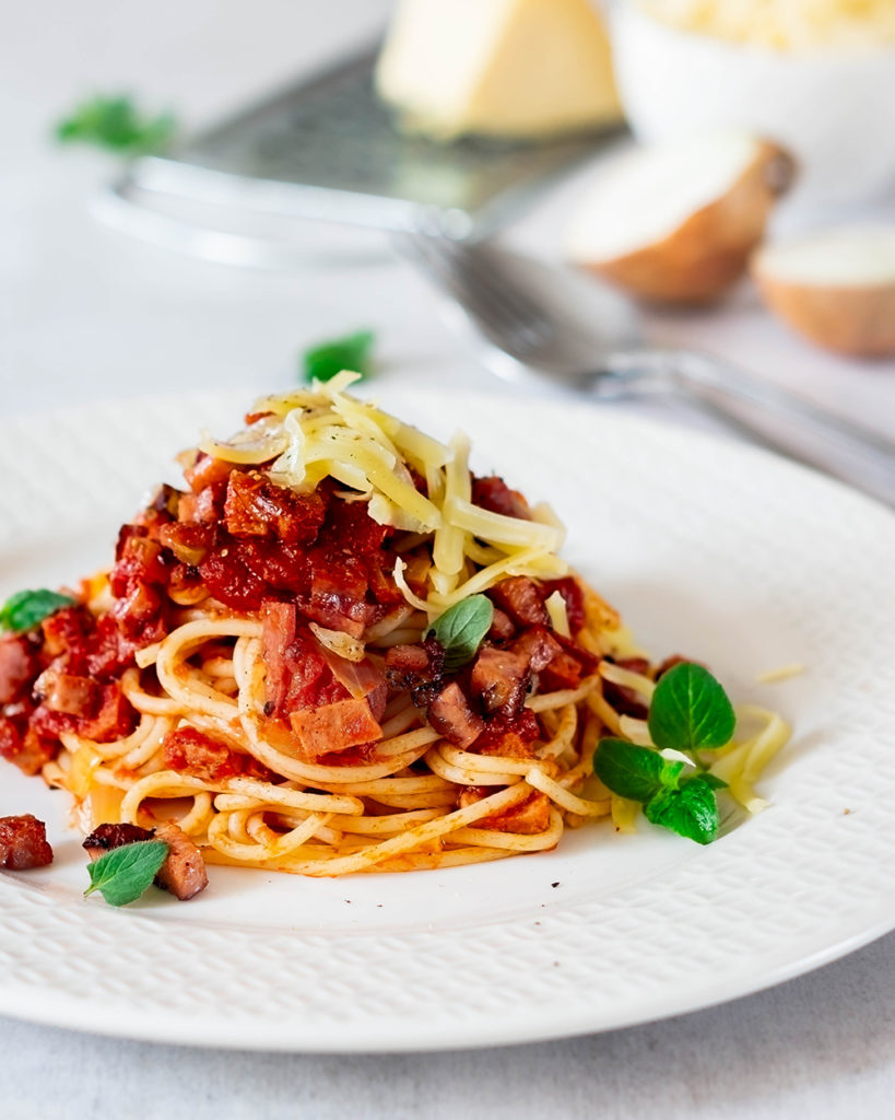 KaleidoscopicKitchen Rebekka Spaghetti mit Wurstgulasch