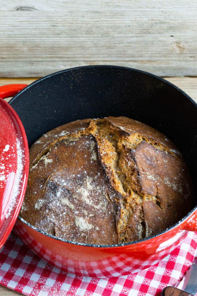 Leckeres Topfbrot ohne Kneten mit Dinkelmehl und Emmervollkornmehl. Küchentraum & Purzelbaum   #topfbrot   #brotohnekneten   #brot