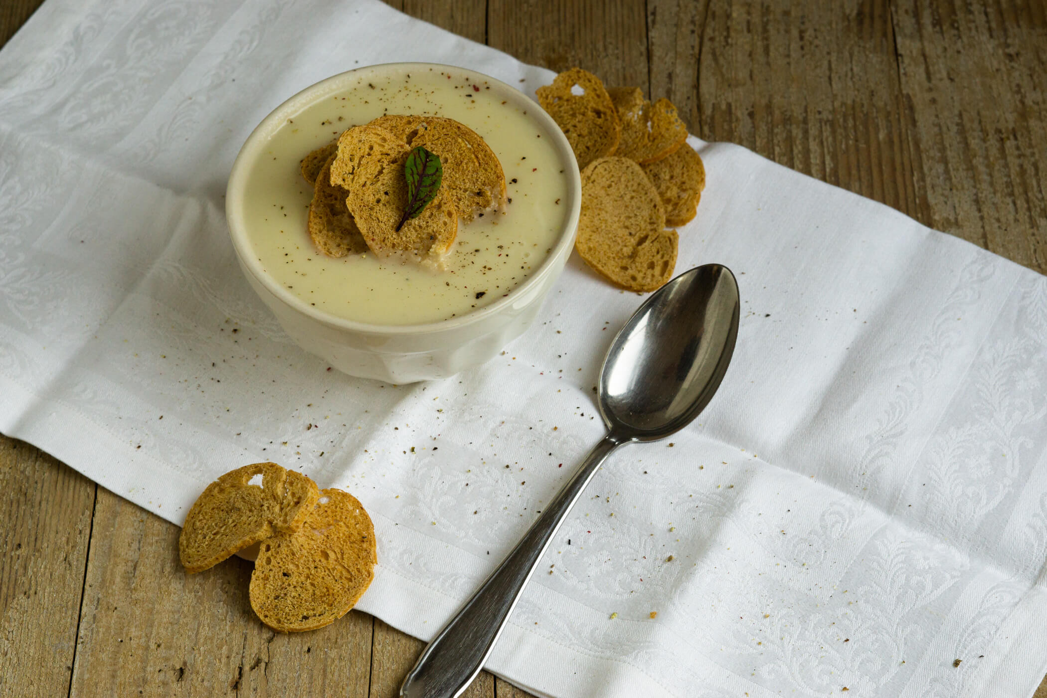 Read more about the article Pastinakensuppe mit Brotchips