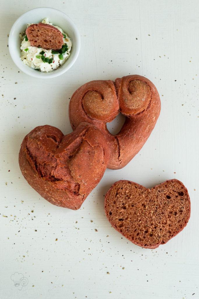 Diese Brötchen mit Randen eigenen sich perfekt um dem Liebsten an Valentinstag eine Freude zu machen. Küchentraum & Purzelbaum