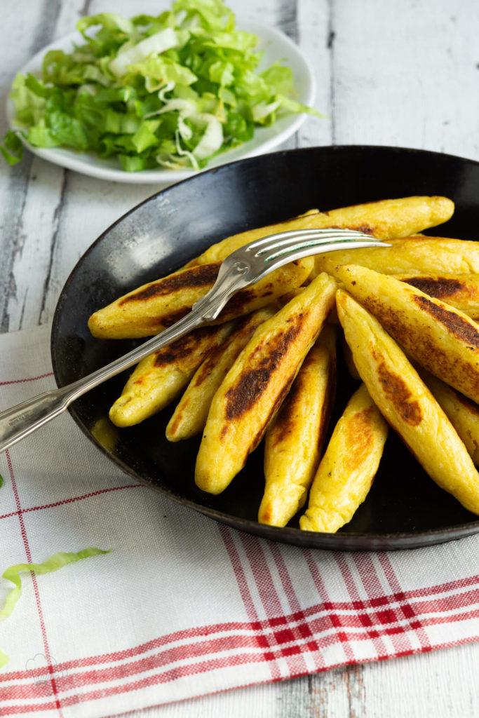 Schupfnudeln, Fingernudeln, Bubenspitzle. 3 Namen, ein Gericht. Ich zeige euch, wie ihr leckere Schupfnudeln selbst machen könnt. Das Rezept gibt es auf dem Blog. Küchentraum und Purzelbaum   #schupfnudeln   #fingernudeln   #rezepte