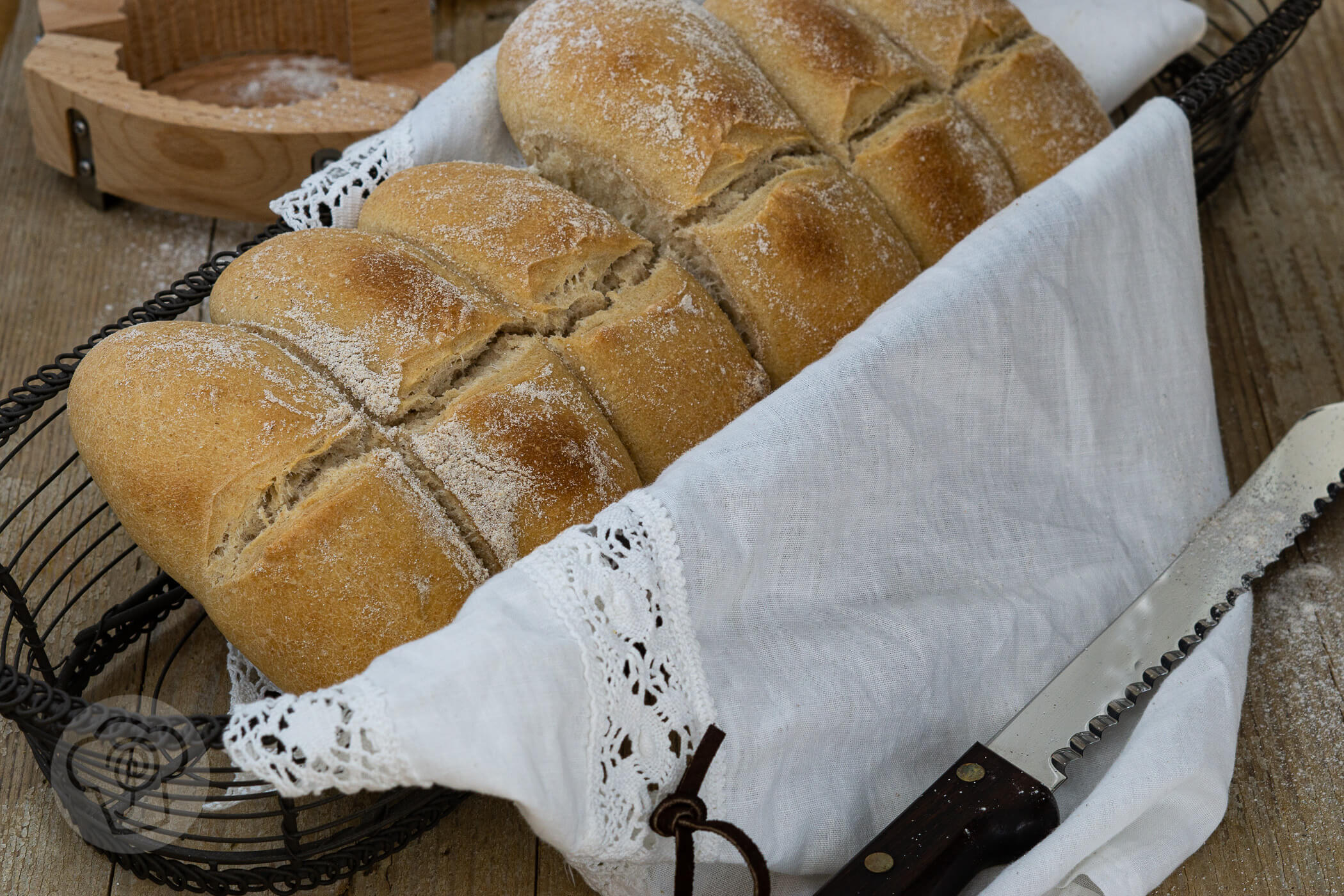 You are currently viewing Tessiner Brot Synchronbacken