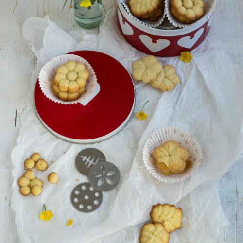 Dänische Butterkekse. Macht den Klassiker aus Dänemark ganz einfach selbst. Mit diesem einfachen Rezept gelingt es euch auf jeden Fall. Küchentraum & Purzelbaum | #kekse | #dänemark | #backen