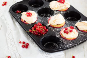 Read more about the article Johannisbeermuffins mit Baiser