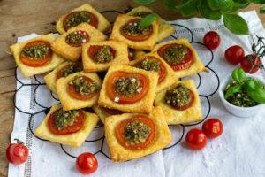 Read more about the article Tomaten Quadrate mit falschem Blätterteig