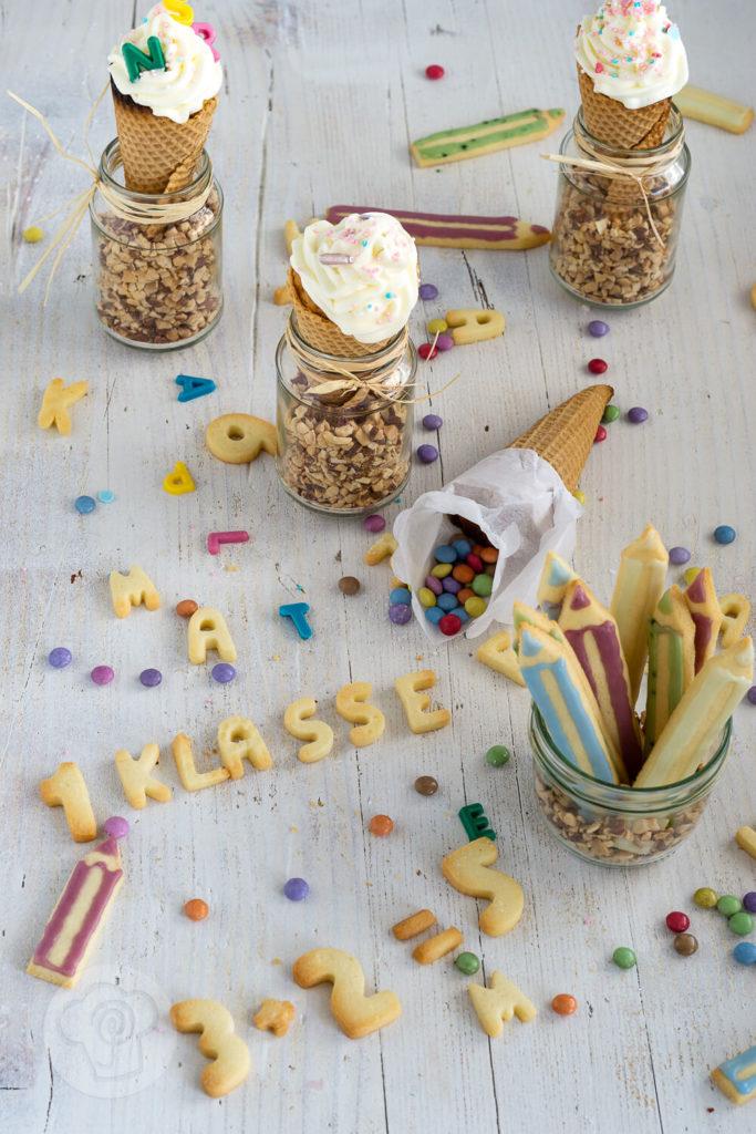 Leckere Muffins in Schultütenform. Bei dieser lustigen und leckeren Idee für die Einschulungsfeier habt gibt es Muffins und Waffeln in Einem. Probiert die Conecakes doch mal aus. Küchentraum & Purzelbaum   #einschulung   #schulstart
