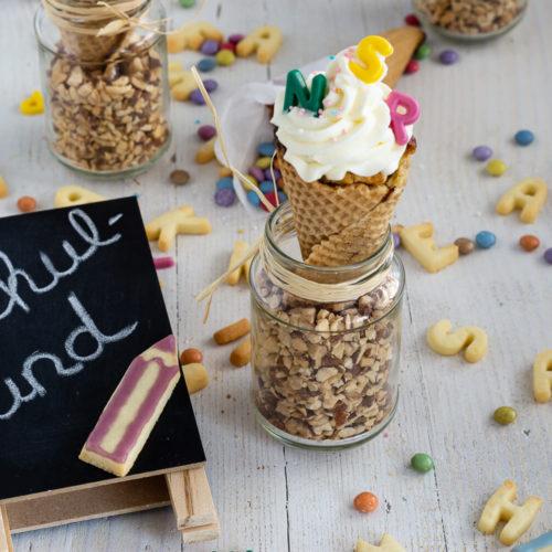 Leckere Muffins in Schultütenform. Bei dieser lustigen und leckeren Idee für die Einschulungsfeier habt gibt es Muffins und Waffeln in Einem. Probiert die Conecakes doch mal aus und backt sie als Muffins zur Einschulung. Küchentraum & Purzelbaum   #einschulung   #schulstart