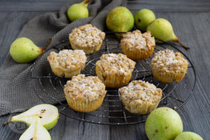 Read more about the article Saftige Birnenmuffins mit Streuseln