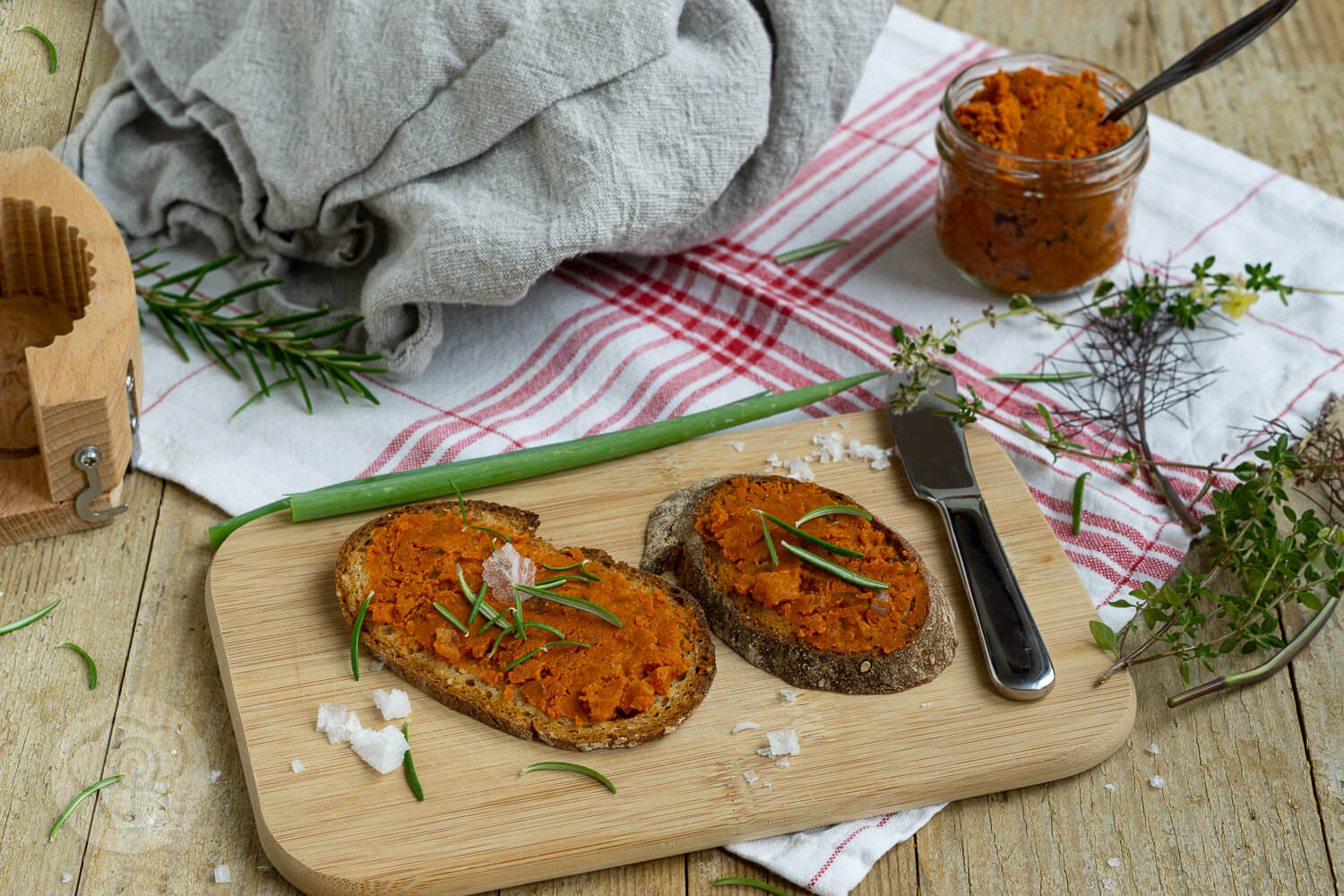 Read more about the article Brot mit Pizzabutter