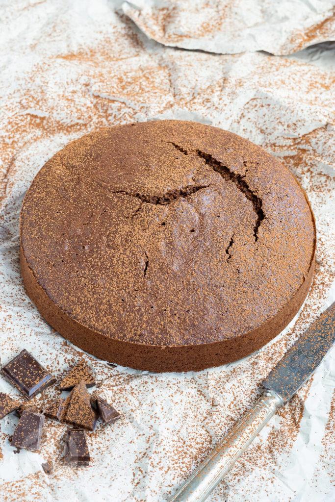 Wer Schokolade mag wird diesen polnischen Schokokuchen (murzynek) nach einem Originalrezept lieben. Er ist ganz einfach zu machen und hat Suchtpotential. Außerdem könnt ihr ihn auch gut ein paar Tage aufheben, ohne dass er trocken wird. Küchentraum & Purzelbaum   #kuchen   #schokolade   #schokokuchen
