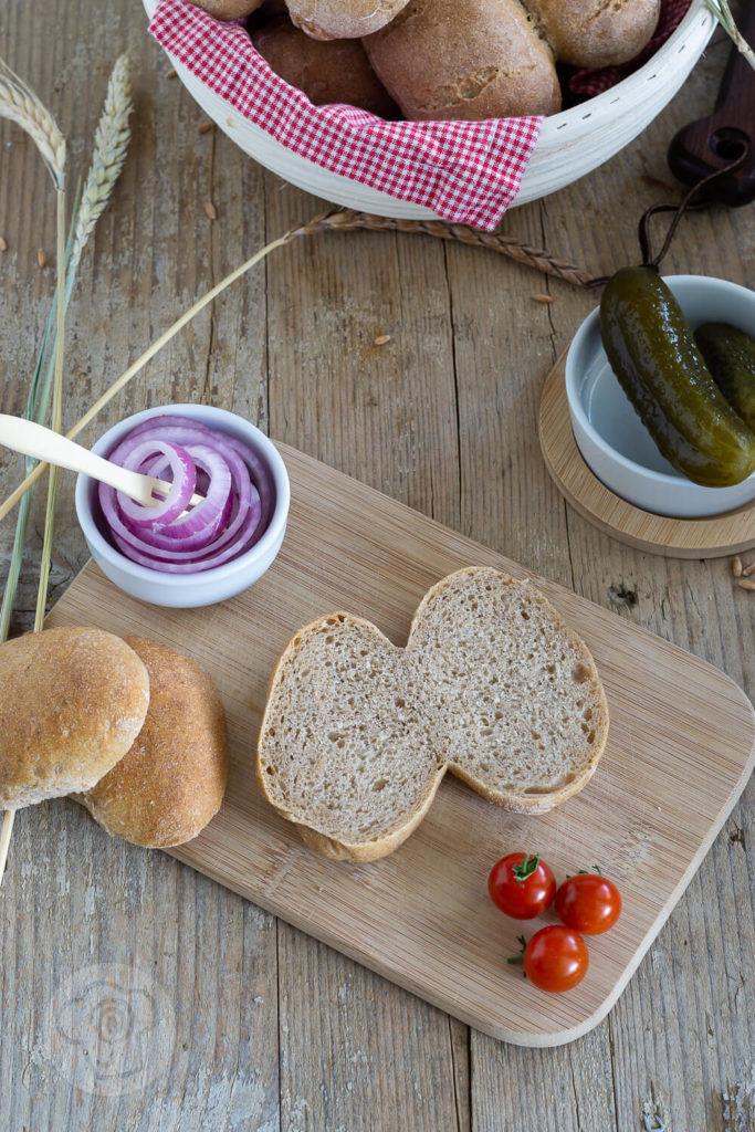 Die Röggelchen sind eine Spezialität aus der rheinischen Küche. Probiert doch einfach mal die leckeren Brötchen mit Sauerteig. Sie sind fester Bestandteil des Halven Hahn. Küchentraum & Purzelbaum   #backen   #brötchen