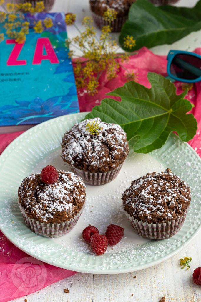 Schnelle und saftige Schokomuffins. Einfach perfekt wenn spontan Besuch kommt. Schaut euch das Rezept unbedingt an. Küchentraum & Purzelbaum | #backen | #schokomuffins