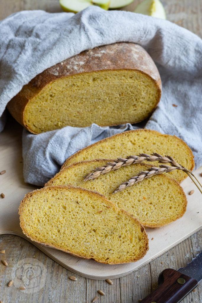 Wohin mit dem Trester beim Entsaften? Warum nicht einfach mal ein leckeres, saftiges Brot damit backen? Probiert es aus und lasst euch überraschen. Küchentraum & Purzelbaum   #brot   #trester   #backen