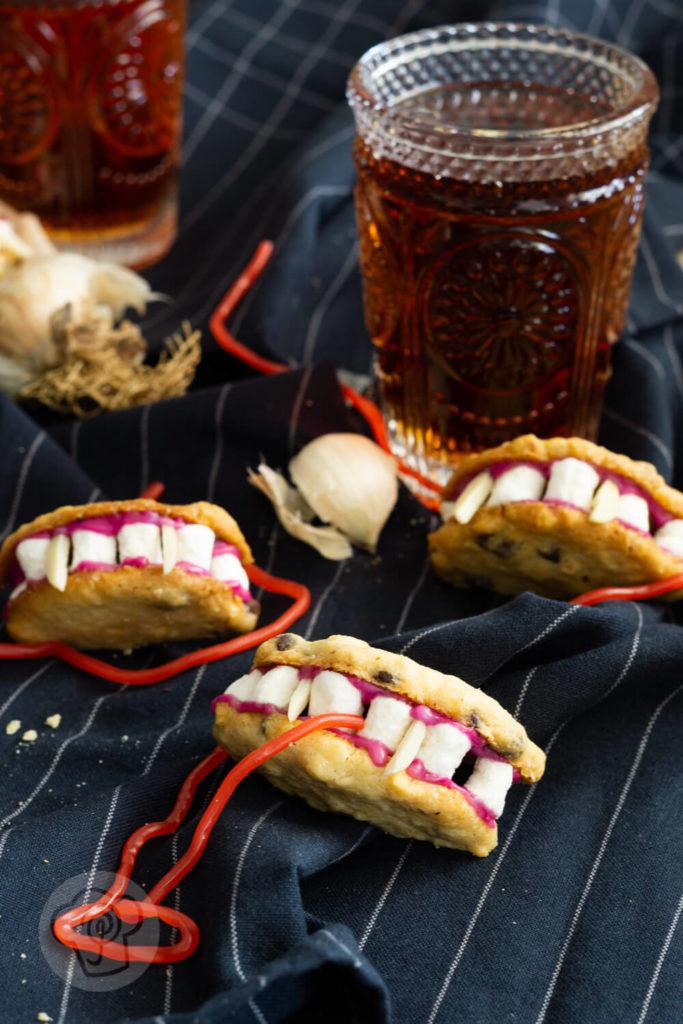 Schoko Cookies als Gebiss Kekse zu Halloween