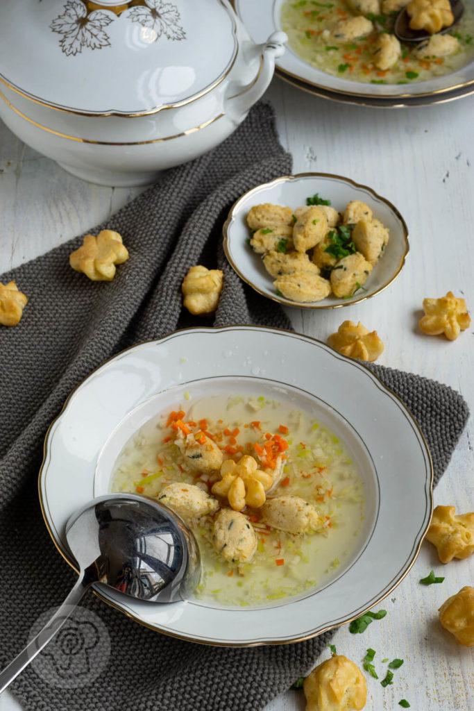Gemüsesuppe mit Grießklößchen und Schwimmerle