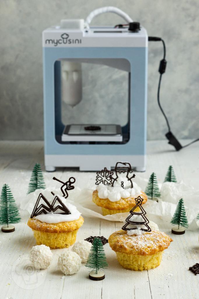 Muffins mit weißer Schokolade, Frosting und Schokodekor