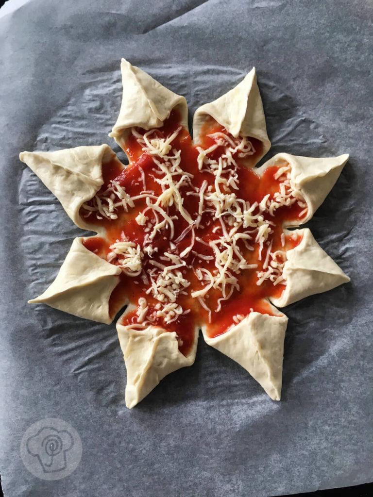 Sternförmige Pizza ungebacken