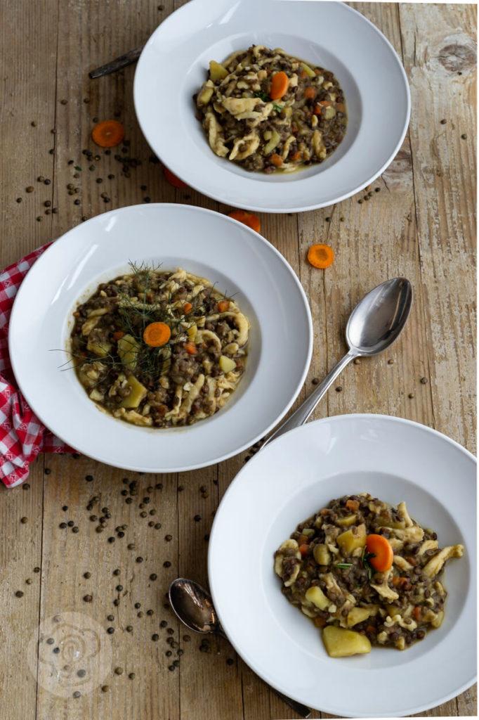 Vegetarischer Linseneintopf mit Gemüse und Spätzle