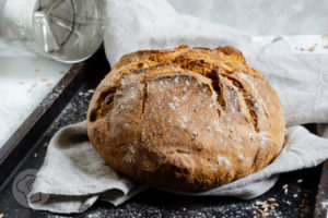Read more about the article Dinkelbrot mit Joghurt und Kernen