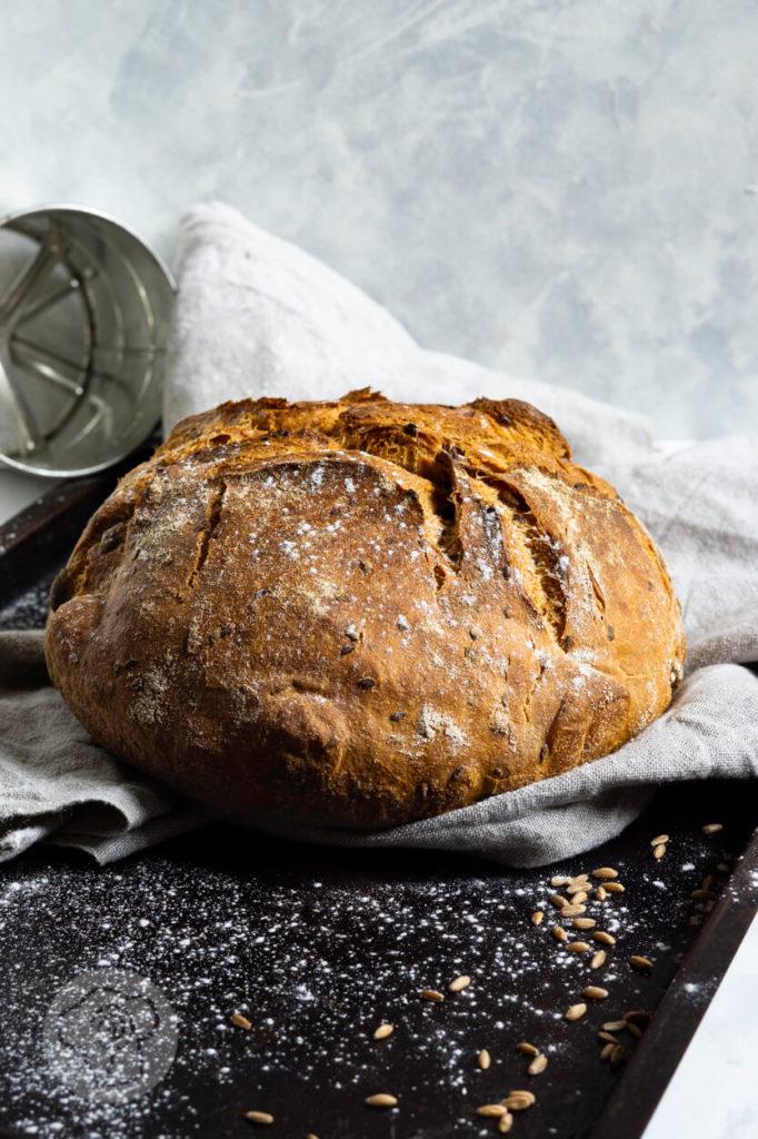 Dinkel Joghurt Brot mit Kürbiskernen und Leinsamen