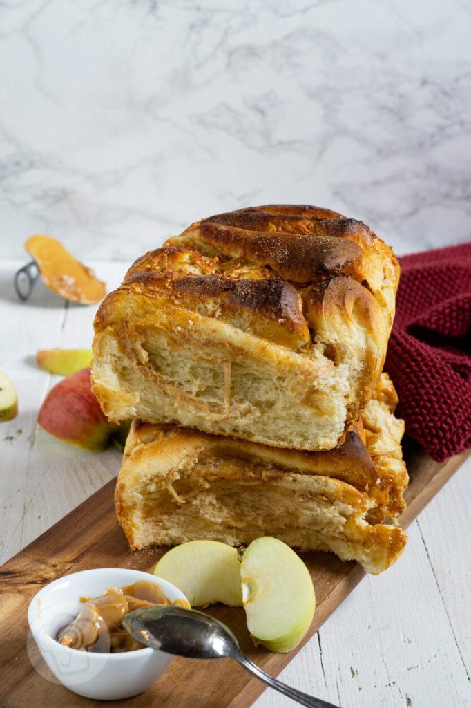 Rezept zum Backen: Süßes Pull Apart Bread mit Äpfeln und Dulce de leche. Probiert den Partyklassiker doch einfach mal süß. Ihr werdet begeistert sein. Küchentraum & Purzelbaum