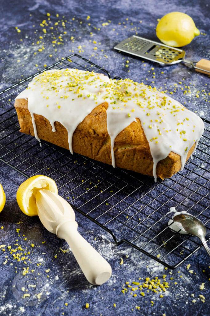 Rezept zum Backen: saftiger Marmorkuchen mit Pistazien und Zitrone. Eine echte Alternative für alle, die Schokolade nicht so gerne essen. Einfach perfekt für den Tag der Pistazie. Küchentraum & Purzelbaum