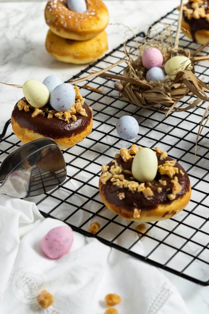 Rezept zum Backen: Mögt ihr Donuts und salted caramel? Dann sind diese Donuts aus dem Backofen mit Salzkaramell genau das Richtige für euch. Küchentraum & Purzelbaum