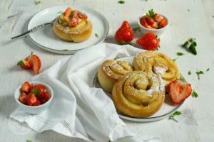 Puddingschnecken mit Erdbeeren