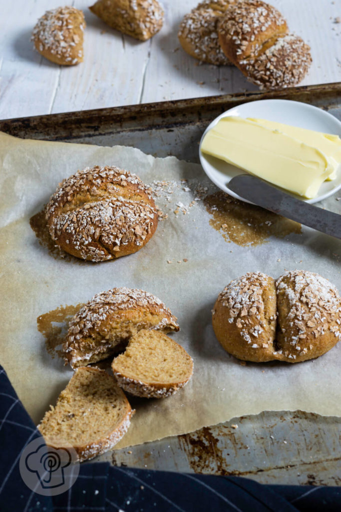 Rezept zum Backen. Vollwertige Dinkelvollkorn Weggli. Diese leckeren Brötchen mit Hefeteig sind einfach zu machen und schmecken der ganzen Familie. Ein weiterer Pluspunkt: Sie sind nicht nur lecker, sondern auch gesund. Küchentraum & Purzelbaum