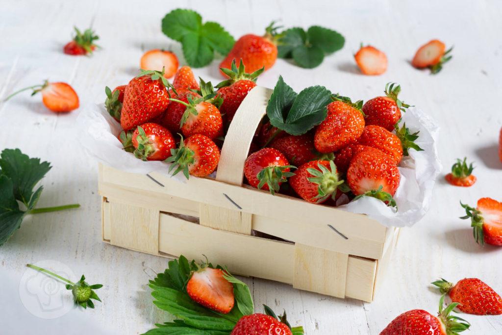 Leckere Erdbeeren in einem Körbchen.