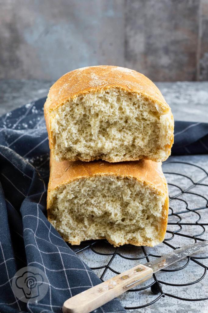 Rezept zum Backen. Leckeres Toastbrot mit Dinkel. So einfach kannst du ein softes Toastbrot selber backen. Küchentraum & Purzelbaum