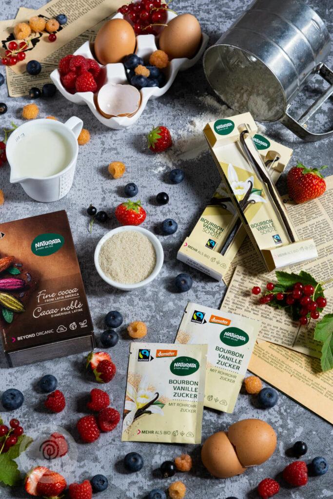Zutaten für die Panna Cotta Torte - Kakao, Vanille, Rohrohrzucker, Milch, Eier, Beeren