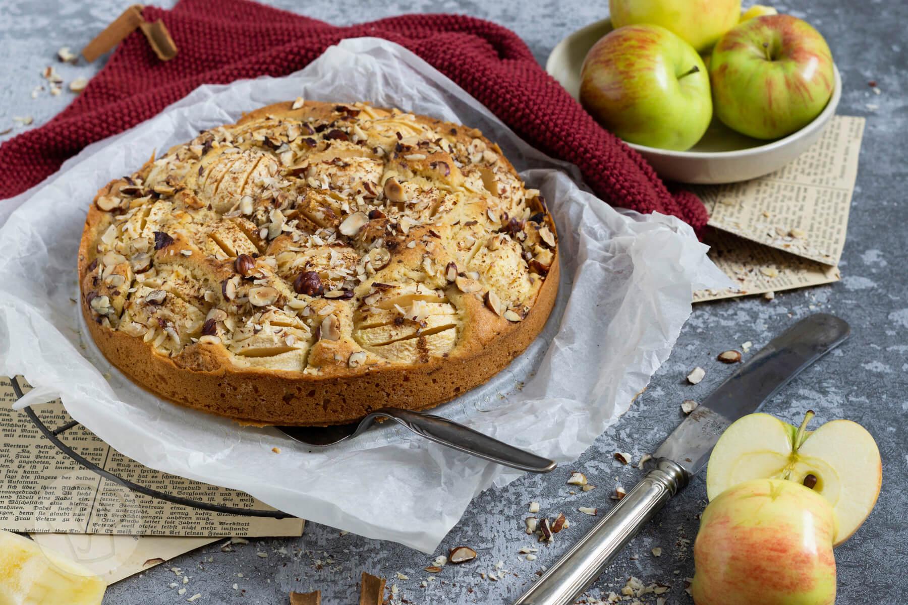 Read more about the article Gedeckter Apfelkuchen mit Nüssen