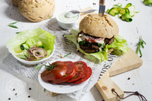 Read more about the article Zwiebel Burger mit Joghurtmayonnaise