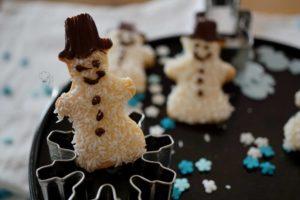 Kekse im Schneemannlook – Es schneit…
