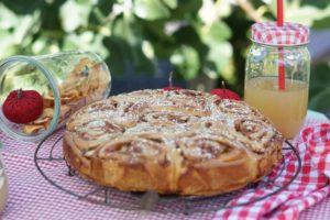 Read more about the article Apfelrosen Kuchen – eine herbstliche Landpartie
